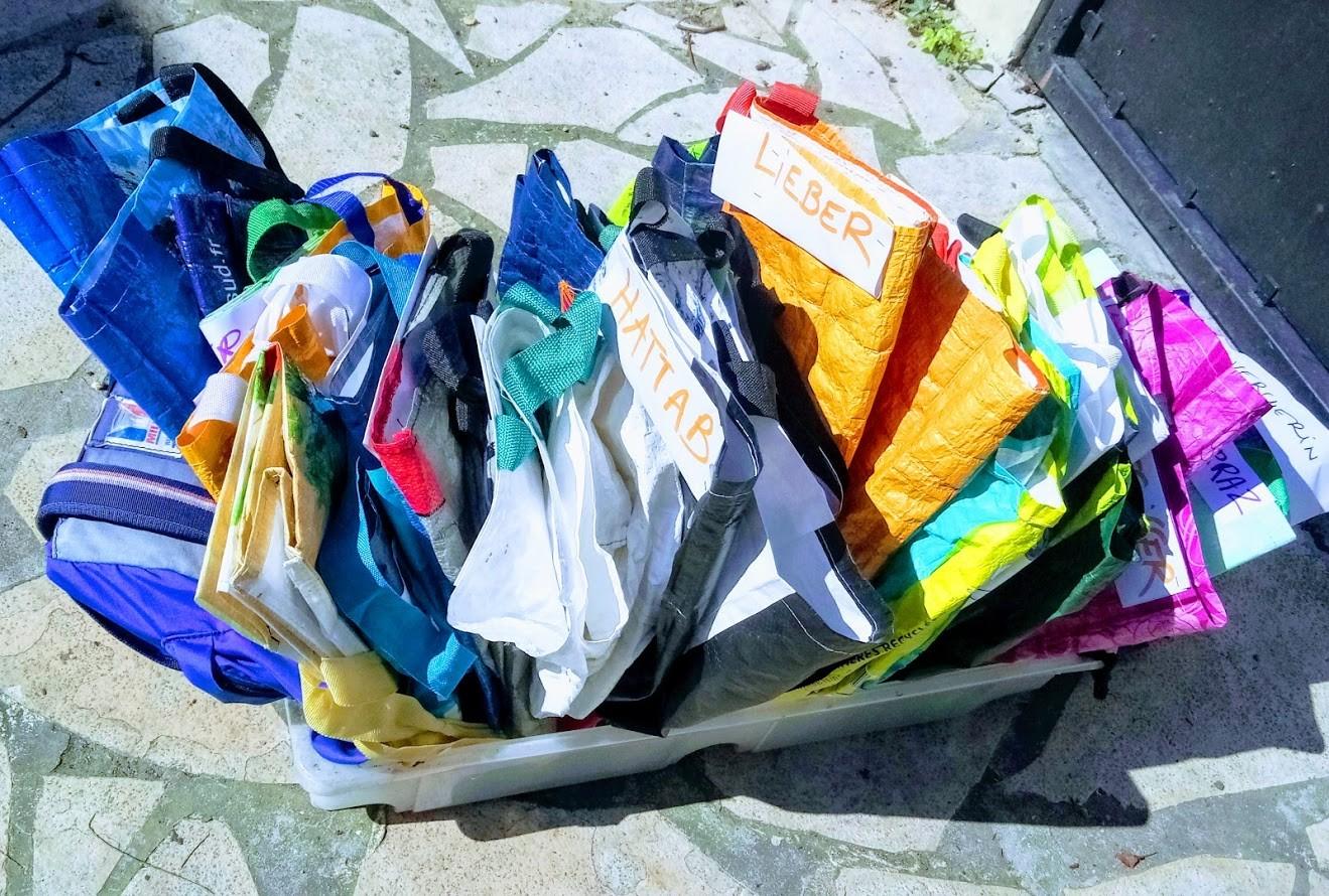 Les sacs des adhérents sont triés .. il n'y a plus qu'à les remplir