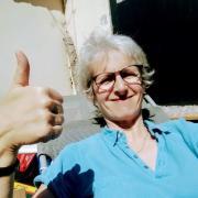 Après l'effort, Agnès profite d'une pause au soleil
